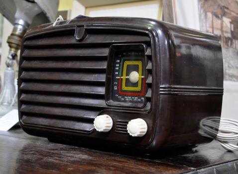 Art Deco Phillips Valve Radio